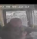 攤上大事了!東海一男子竟然搶奪公交車司機方向盤!