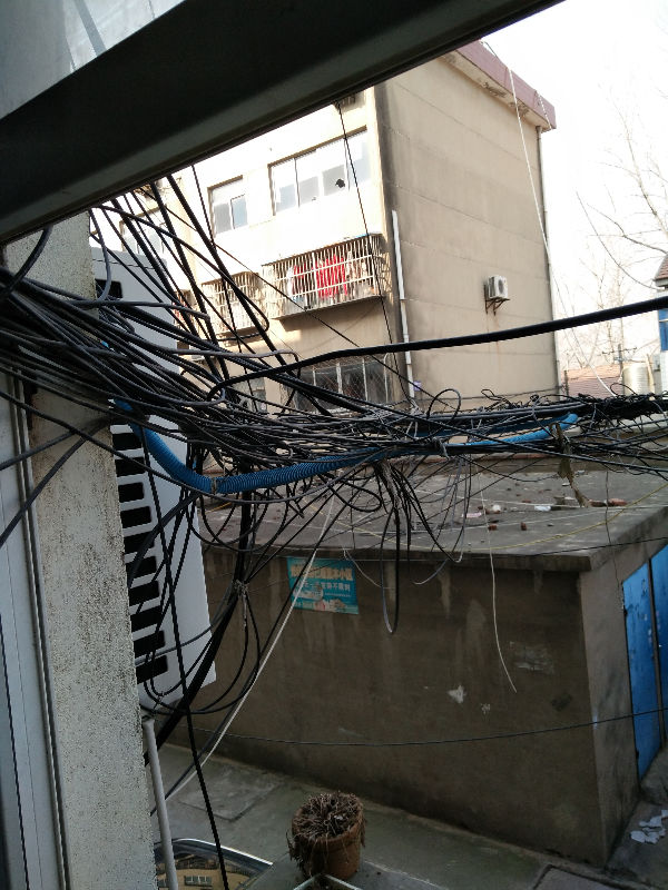 移动宽带网线杂乱