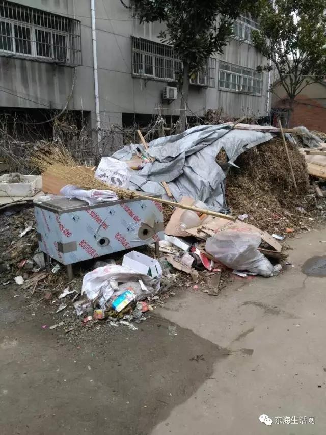 公路小区变垃圾场