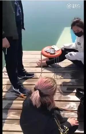 青松岭游客乘船游玩,结果船底漏水,五名游客死里逃生?真相竟然是