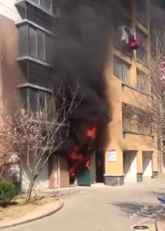 水岸名城一楼车库发生火灾,疑似电瓶车长时间充电造成