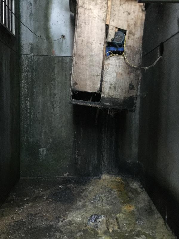 玉带河路黄金饭店厨房排放的油烟污水