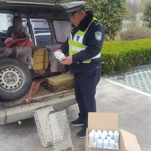 交警大队温泉中队查获一辆非法运输药品的车辆
