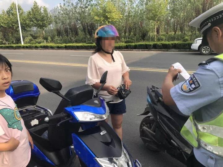车大了不起?以为自己骑的是摩托啦?还走机动车道~
