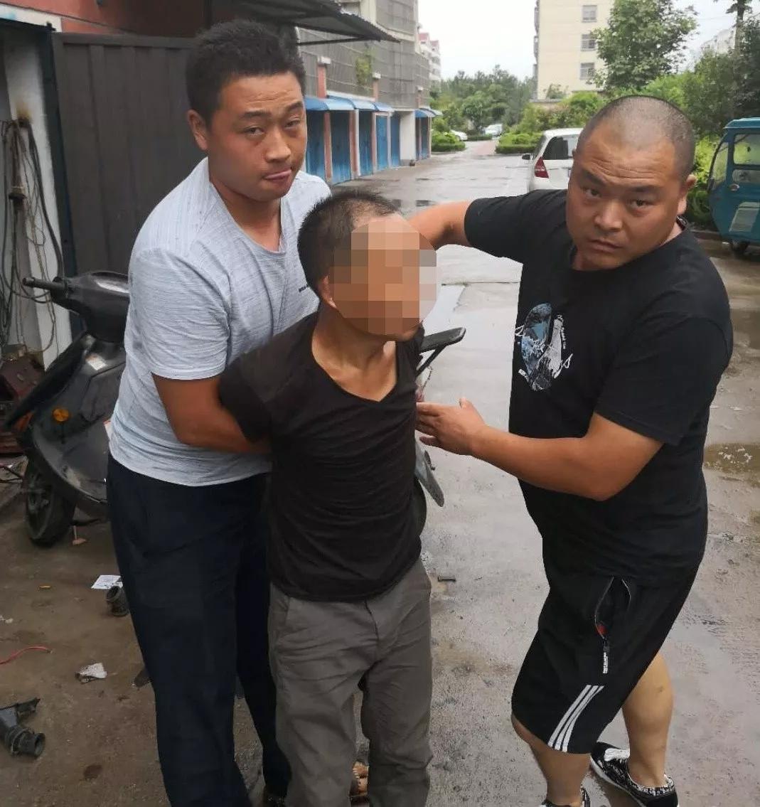 法网恢恢!两山东男子在东海砸车偷了3万多现金!终于落网~