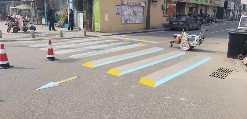 """东海首条""""3D立体斑马线""""在步行街北大门上岗啦!"""