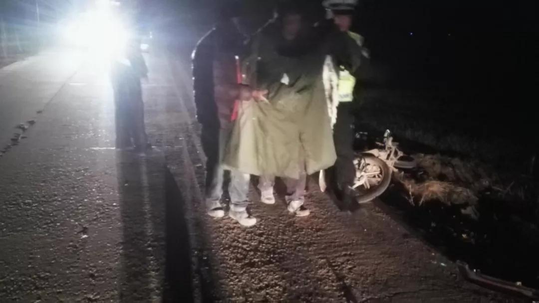 前天晚上洪莊馬路邊,兩個人躺在地上?發生了什么…