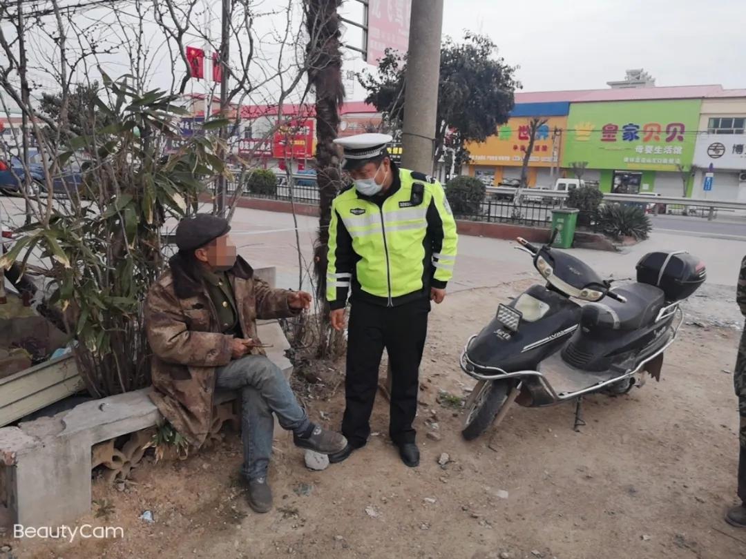这酒喝的!东海一63岁大爷醉倒路边,路人还以为是出交通事故了~