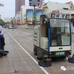 东海城管添神器 坐在上面就能扫大街